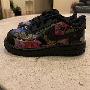 * NWT *Nike Force 1 LXX Sneaker